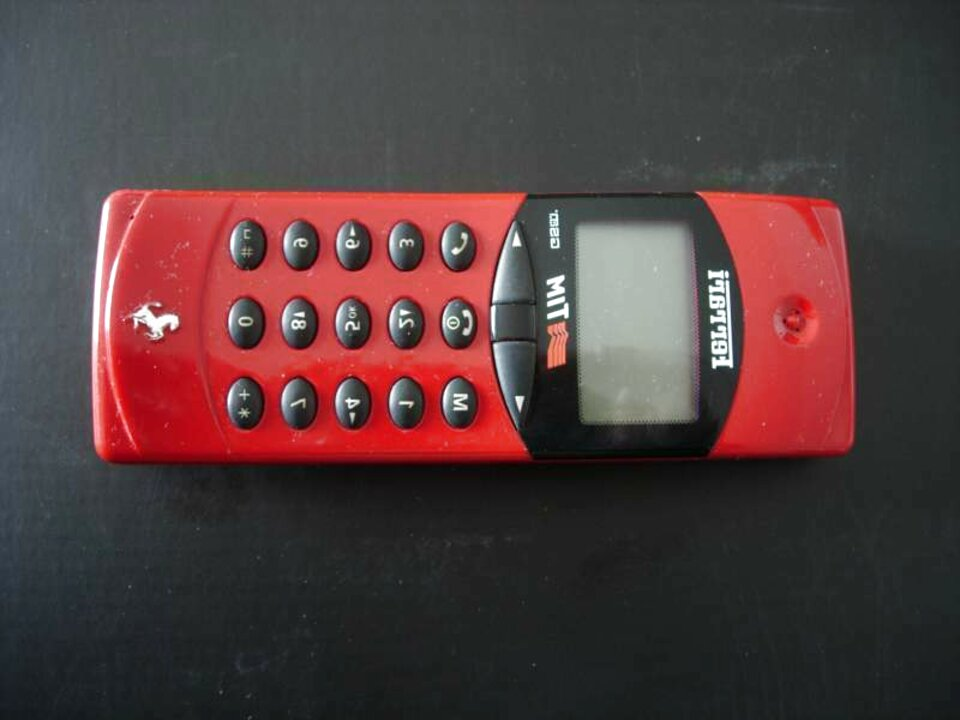 cellulare ferrari usato