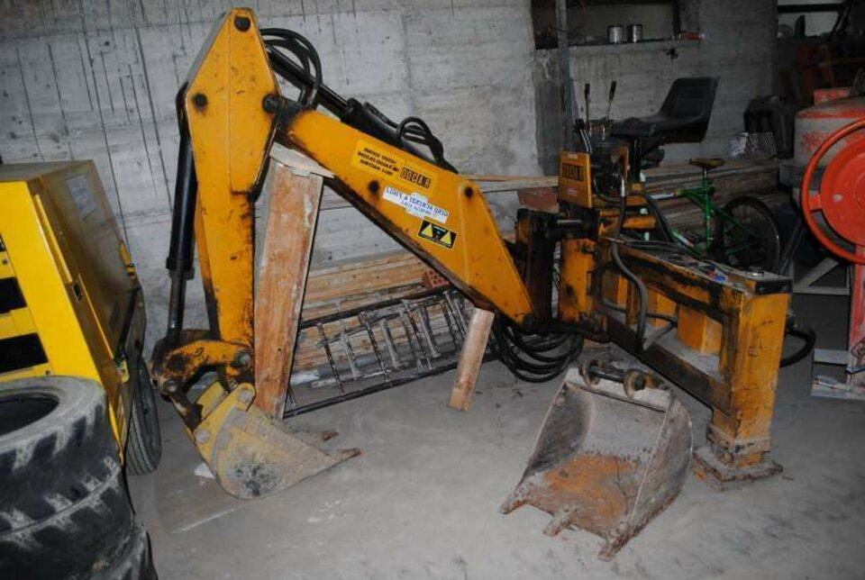 escavatore trattore usato