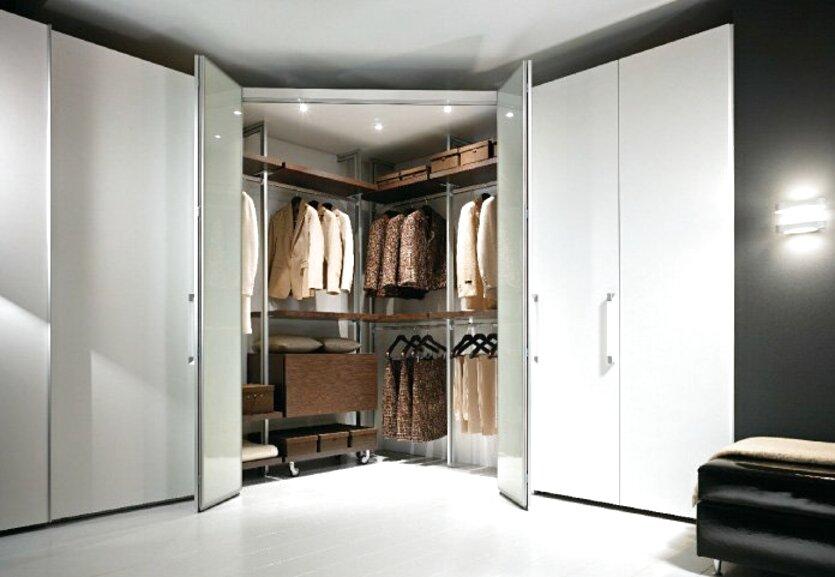 armadio angolare cabina