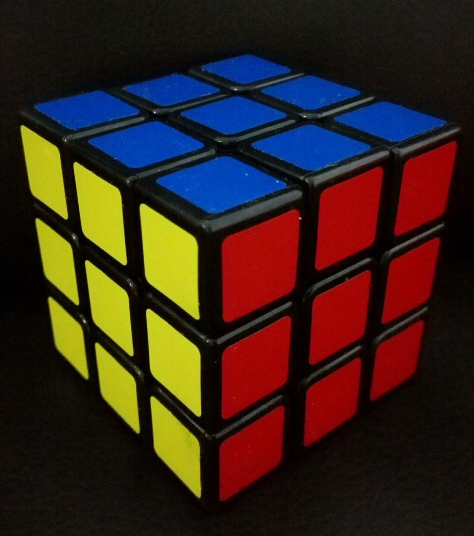 CUBO DI RUBIK 3x3 ORIGINALE MARCHIATO Rubik PIEDISTALLO ROMPICAPO