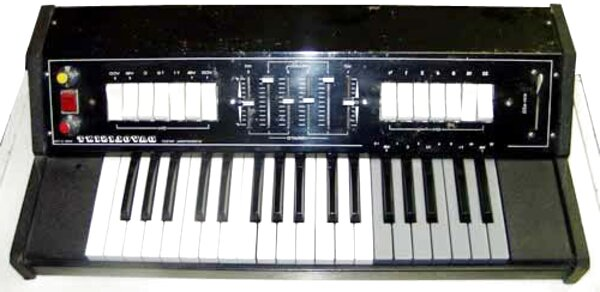 sintetizzatore vintage usato