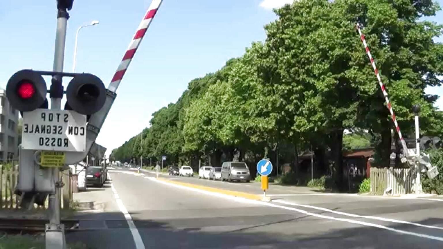 6197 Fleischmann HO Passaggio a livello senza barriere con croci S Andrea
