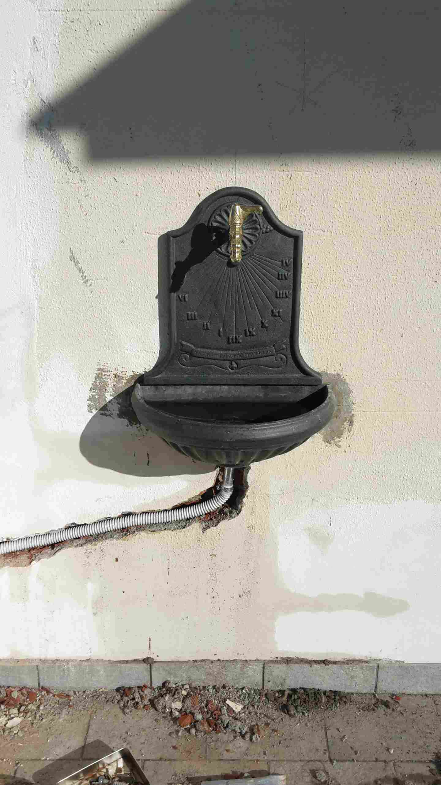 Liberty Fontana a muro o parete colore grigio ghisa per casa giardino mod